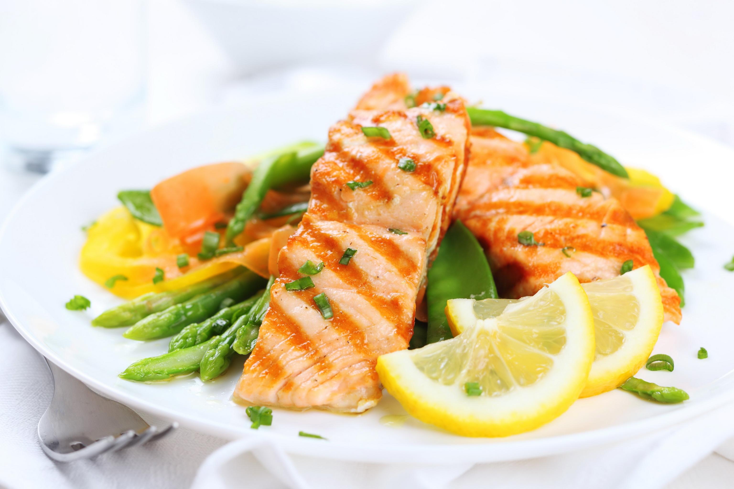 Рыба в тарелке бесплатно